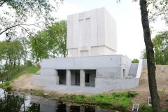 Pomnik-mauzoleum.-Wejscie-na-ekspozycje