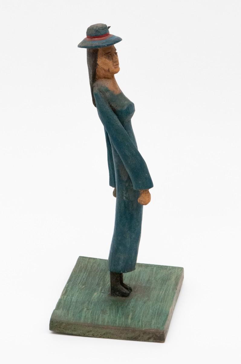 """Rzeźba pt. """"Kobieta w błękitnej sukni"""""""