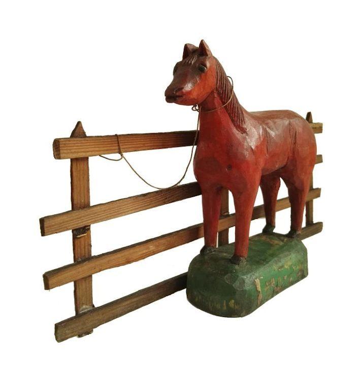 """Rzeźba pt. """"Czerwony koń"""""""