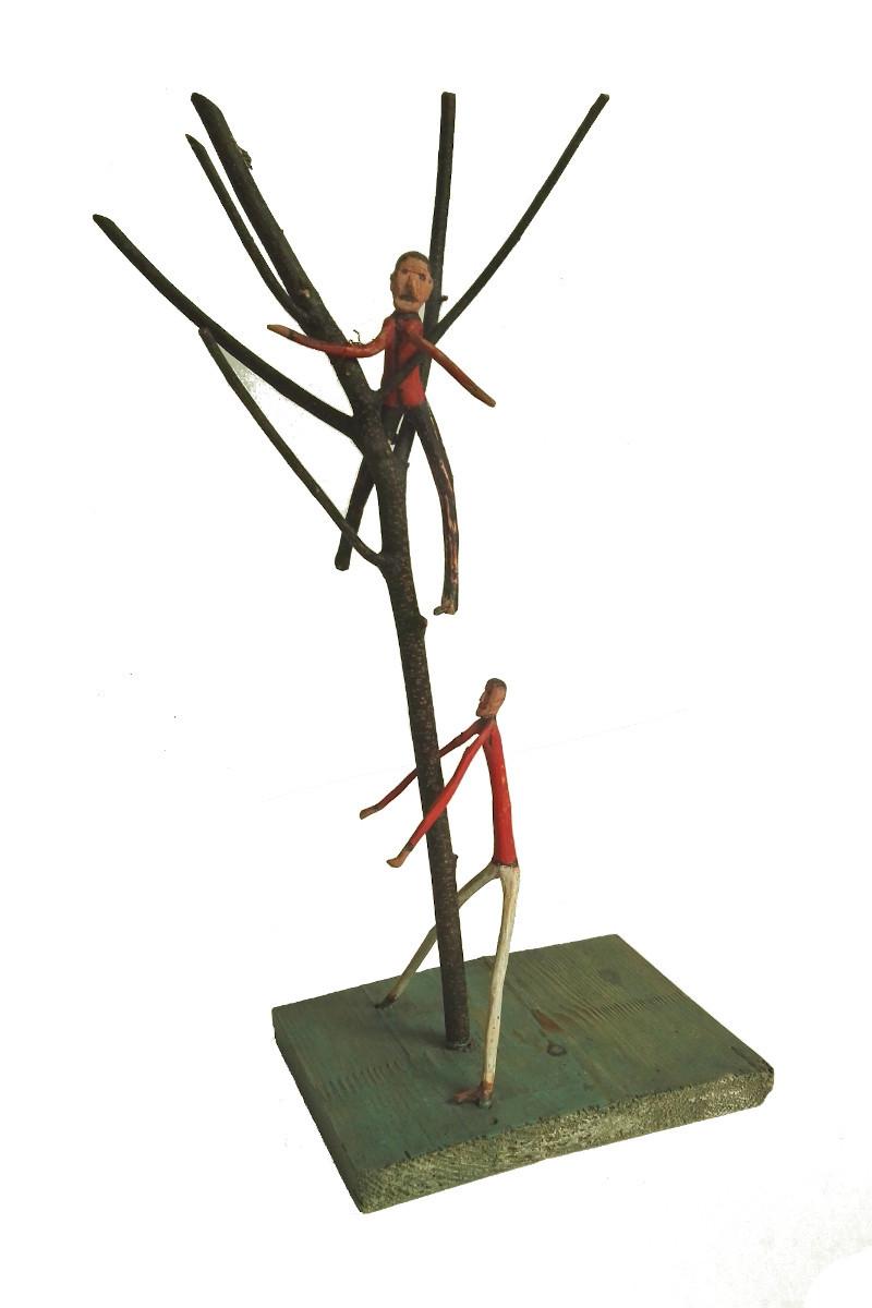 """Rzeźba pt. """"Wspinający się na drzewo"""""""