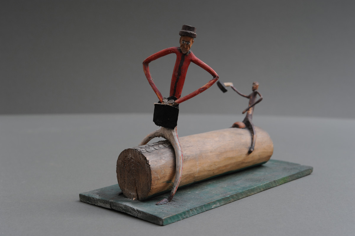 """Rzeźba pt. """"Postacie na pniu"""""""