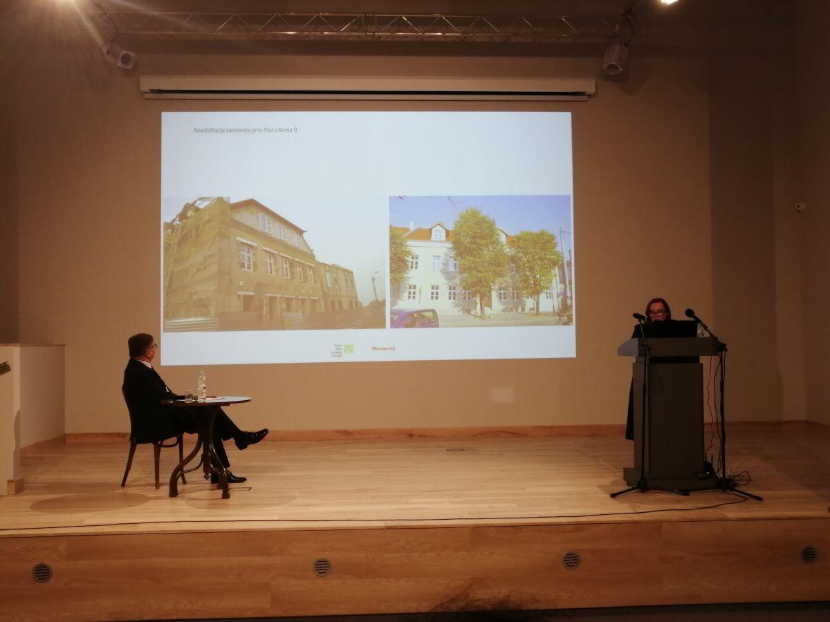 Dyrektor Maria Samsel wygłosiła referat omuzealnych inwestycjach